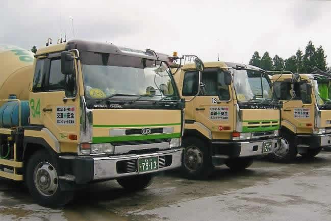 アジテータトラック